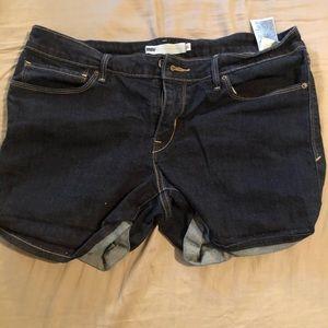 Size 32 Levi shorts